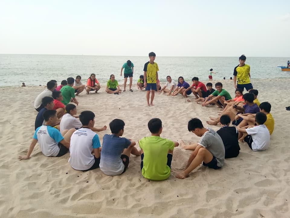 循人中学羽球培训队
