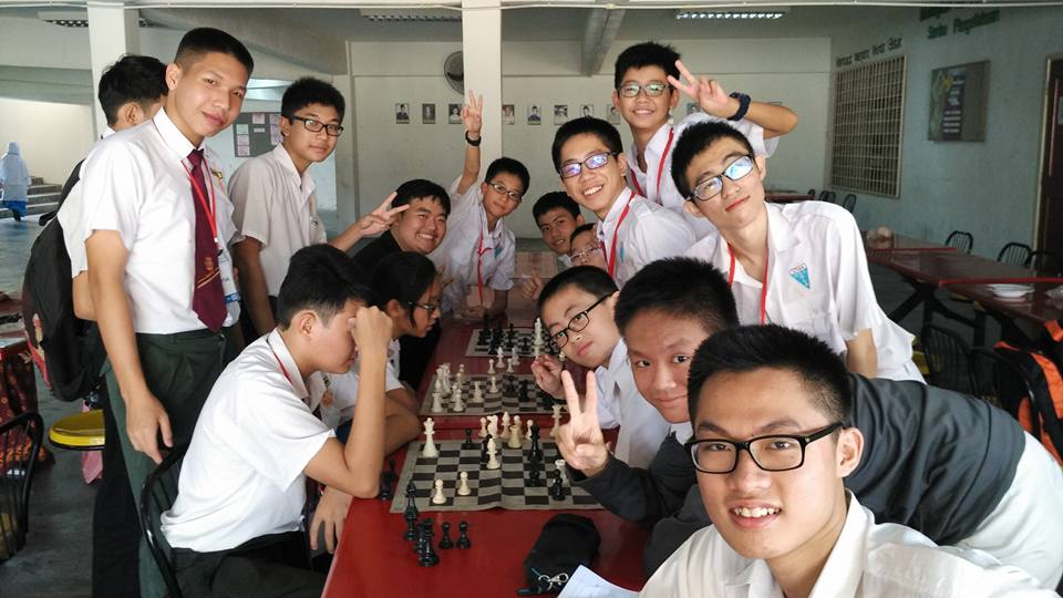2016年 西洋棋学会再次参加了 久违的西洋棋比赛,为了争取更好的排名,我们不断增强自己。从中我