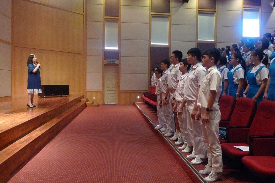 团员们都亲身体验老师授予的技巧对声乐的帮助。