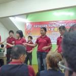 孤儿院的成员表演