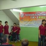 孤儿院成员表演