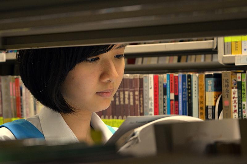 特優獎  (一份)  姓名:洪于晋 S2S4 敘述:《 聚精会神》:书本里丰富的内容触动着读者的心。