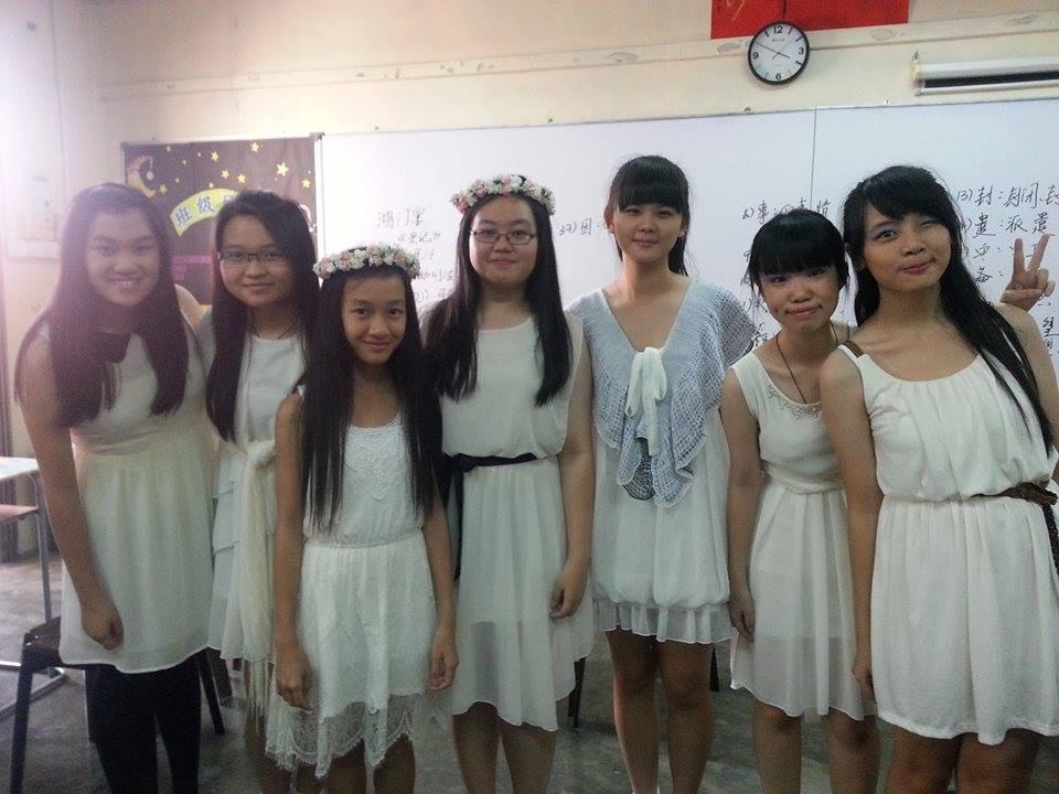 表演们辛苦了 穿了婚纱特别美的7多金花 :DD